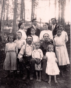Jim Hughes and family in 1913.